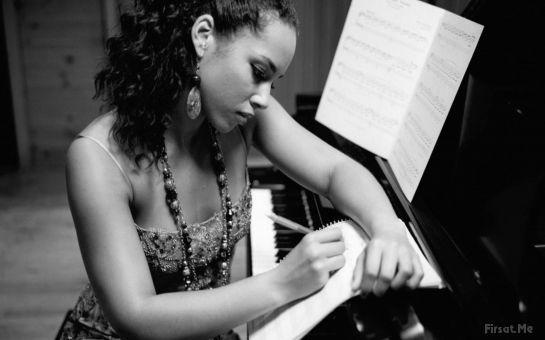 Piyano Çalmak Hiç Bu Kadar Kolay Olmamıştı! MetronoMusic'den, Ayda 4 Saat Piyano Özel Ders!