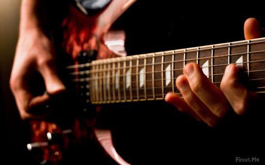 İçinizdeki Müzik Aşkını Açığavurun! Kadıköy Bahariye Stüdyo Frekans'ta 1 Saat Süren Birebir Gitar, Bateri, Piyano, Keman Derslerinden Biri!