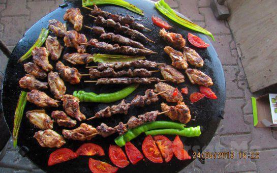 Beykoz Riva'da Doğayla İç İçe Barbekü Keyfi! (Tavuk Pirzola + Köfte + Közlenmiş Domates, Biber + Salata + İçecek)
