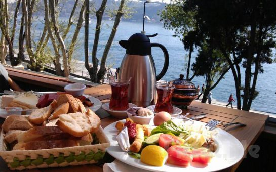 Rumeli Hisarı Serander Fuga'da Eşsiz Boğaz Manzarası Eşliğinde Serpme Kahvaltı Fırsatı!