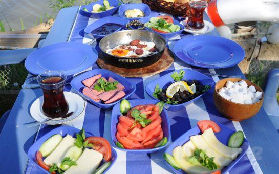 Şile Nehri Kenarında Façiba'da, Sıcak İkramlar ve Sınırsız Çay Eşliğinde Serpme Köy Kahvaltısı!