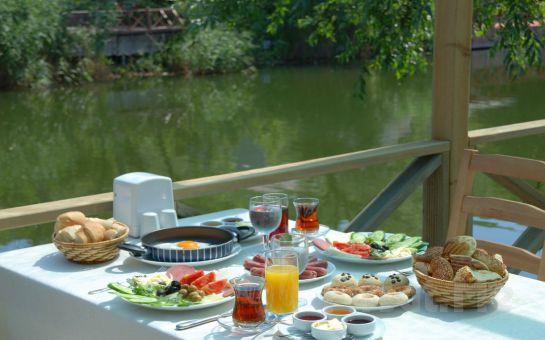 Doğanın Kucağında Ağva Gizemli Nehir Otel'de Serpme Kahvaltı + Sınırsız Çay + Göksu Nehrinde Deniz Bisikleti ile Gezinti Keyfi!