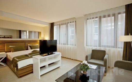 Karaköy'de Rüya Gibi Bir Gece! Peninsula Galata Boutique Hotel'de 2 kişi 1 Gece Konaklama + Kahvaltı Fırsatı!