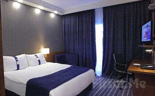 Holiday Inn Express Manisa West'in Modern ve Konforlu Odalarında 2 Kişi 1 Gece Konaklama, Kahvaltı Fırsatı