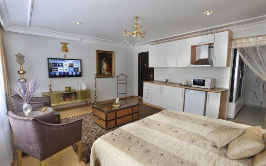 Beyoğlu Kazancı Residence'da Jakuzili Stüdyo Odalarda 2 Kişi 1 Gece Konaklama ve Kahvaltı Keyfi