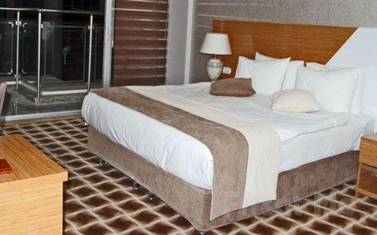Körfez Manzaralı Alsancak Way Hotel'de 2 Kişi 1 Gece Konaklama + Açık Büfe Kahvaltı Fırsatı!