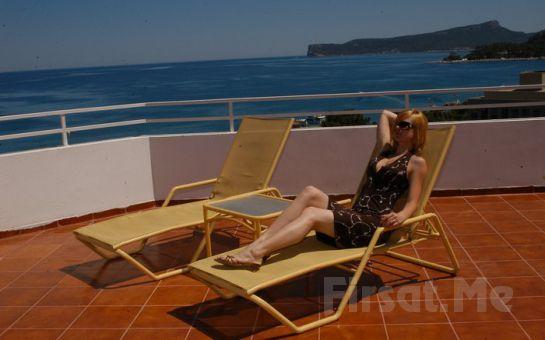 Denize Sıfır Kemer Göynük Royal Palm Resort Hotel'de 1 Kişi 3 Gece 4 Gün Ultra Her Şey Dahil Konaklama Fırsatı!