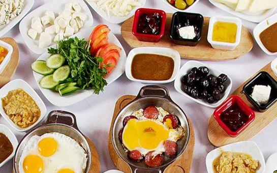 Çankaya Mezze Restaurant'ta Sınırsız Çay Eşliğinde Serpme Ege Köy Kahvaltısı!