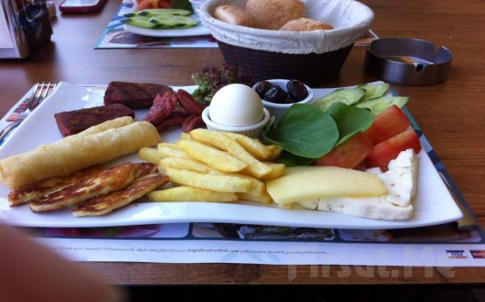 Yemyeşil Ağaçlar Arasında Merter Şelale Cafe'de Serpme Kahvaltı Keyfi!