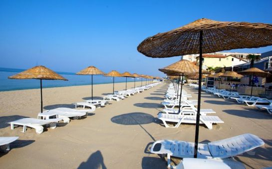 Sarıçamlar Turizm'den Kumburgaz Blue World Hotel'de 2 Kişi 1 Gece Konaklama + Kahvaltı + Kapalı Havuz + SPA Kullanım Keyfi Akşam Yemeği Seçeneğiyle!