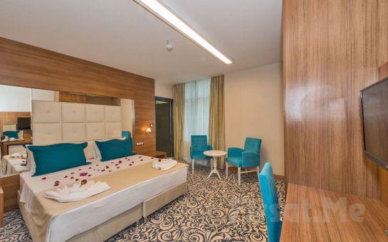 Güneşli New My World Hotel'de 2 Kişi 1 Gece Konaklama, Kahvaltı Fırsatı