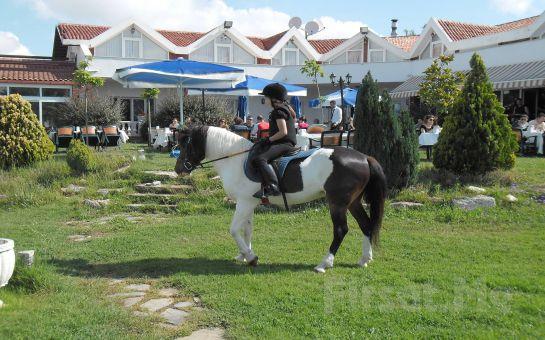 Silivri Erkanlı Tatil Köyü'nde, Serpme Köy Kahvaltısı + At Binme + Kapalı Havuz + Sauna + Jakuzi Kullanımı!