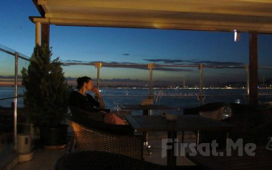 Büyükada Orası Burası Teras Restaurant'ta, Adadan İstanbul Manzarası ve Canlı Müzik Eşliğinde Romantik Akşam Yemeği