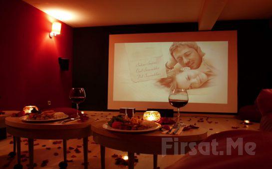 Cihangir Kafika'da Özel Sinema Odasında 2 Kişilik Romantik Sinema Keyfi
