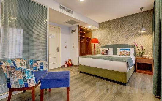 Taksim İstiklal Sometimes Hotel'de 2 Kişi 1 Gece Konaklama, Odaya Kahvaltı Servisi
