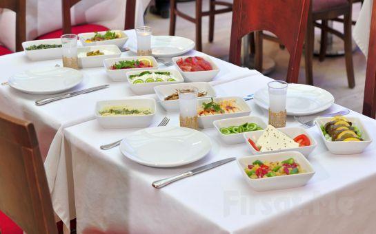 Beylikdüzü Nokta ile Virgül Restaurant'da Limitli ve Limitsiz İçki Seçeneği ile Leziz Yemek Menüsü