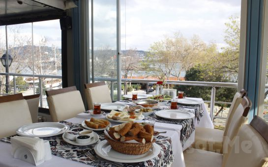 Boğaz Manzaralı Aybalık Restaurant Kuruçeşme'de Sınırsız Çay Eşliğinde Serpme Kahvaltı Keyfi!