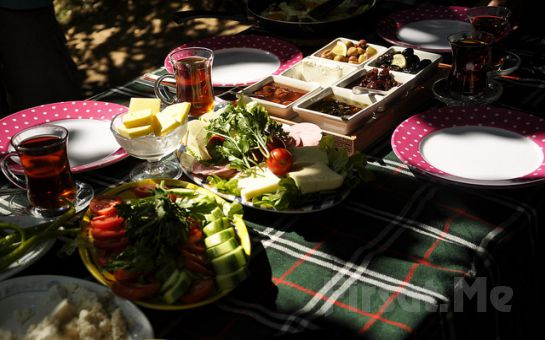 Büyükada Yörükali Garden'da Eşsiz Manzara Eşliğinde Serpme Kahvaltı Keyfi