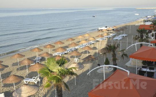 Kumburgaz Ronax Hotel'de Tüm Gün Plaj Kullanımı + Şezlong + Öğle Yemeği + 1 Adet Meşrubat Fırsatı!