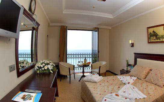 Denize Sıfır Kumburgaz Blue World Hotel'de Kahvaltı, Akşam Yemeği ve Spa Kullanımı Dahil Konaklama Seçenekleri!