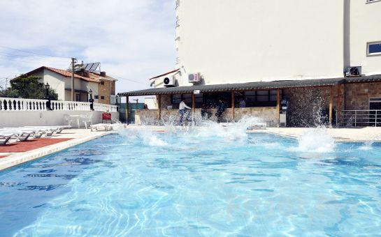 Ramazan Ayında Sevdiklerinizke Ramazan Keyfi İçin Egeria Park Hotel Kuşadası'nda Havuz Kenarında Açık Büfe İftar Yemeği