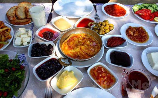 Polonezköy Cumhuriyetköy Derviş Sofrası'nda Sahanda Yumurta + Menemen Eşliğinde Serpme Köy Kahvaltısı!