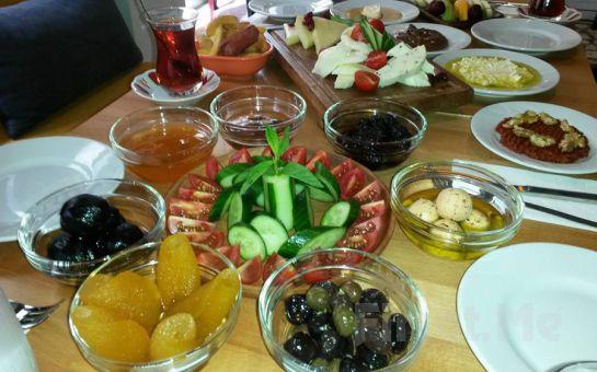 Beşiktaş Thkye Cafe'de Organik Hatay Yöresi Serpme Kahvaltı Keyfi