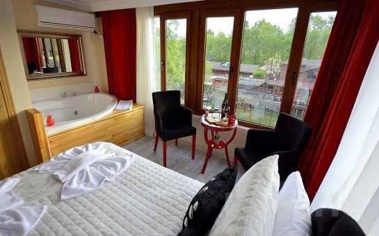 Ağva My Way Otel'de Nehir veya Bahçe Manzaralı Jakuzili veya Şömineli Odalarda 2 Kişi 1 Gece Konaklama ve Kahvaltı Keyfi!