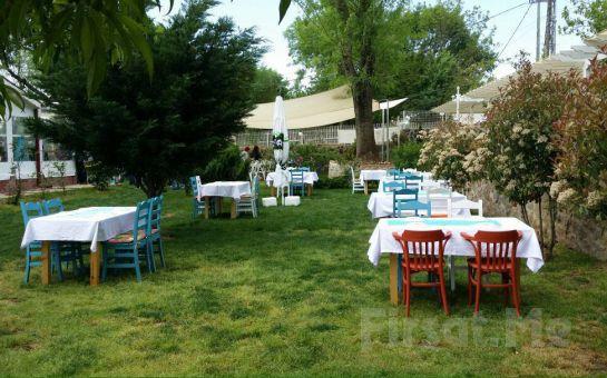 Cumhuriyet Köy Likapa Garden'da Sınırsız Çay Eşliğinde Serpme Kahvaltı Keyfi!