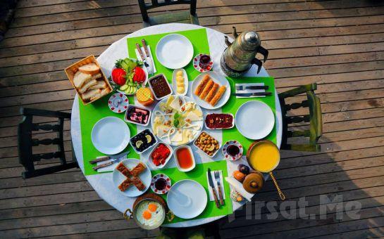 Polonezköy Cumhuriyetköy Keyf-i Mekan'da Sahanda Yumurta, Menemen Eşliğinde Serpme Köy Kahvaltısı