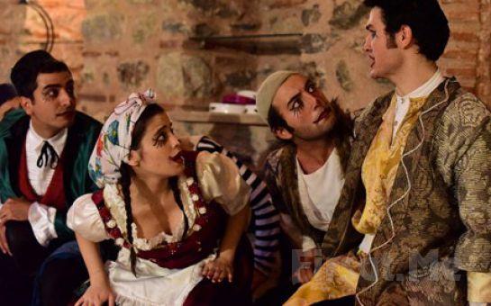 Bo Sahne Cihangir'de İKİ EFENDİNİN UŞAĞI ALATURKA Adlı Tiyatro Oyunu