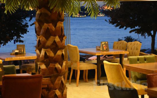 Boğaz Manzaralı Salacak Yeşilçam Cafe'de Fasıl Eşliğinde İçecek Dahil Balık Menü!