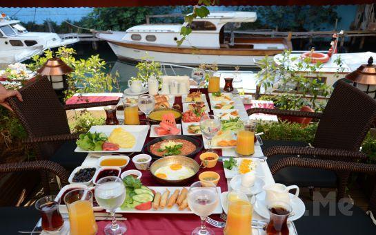 Anadolu Hisarı Göksu Nehir Restaurant'ta Yöresel Lezzetlerden Oluşan Serpme Kahvaltı Keyfi!