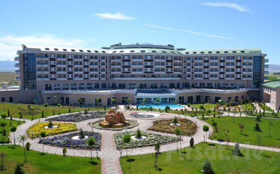 5 Yıldızlı Sandıklı Safran Thermal Resort Hotel'de Yarım Pansiyon Konaklama ve Termal Keyfi!