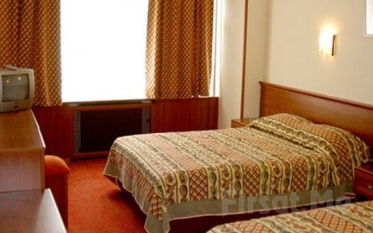 İstanbul Beyoğlu Hotel Monopol'de 2 Kişi 1 Gece Konaklama ve Açık Büfe Kahvaltı Keyfi!