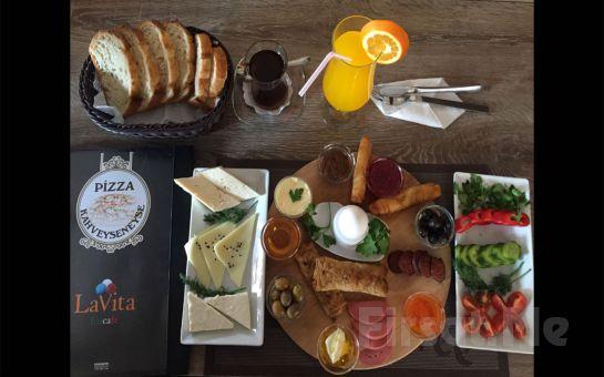 İzmir Gaziemir LaVita EisCafe'de Tazen Sıkılmış Portakal Suyu ve Sınırsız Çay Eşliğinde Kahvaltı Keyfi!