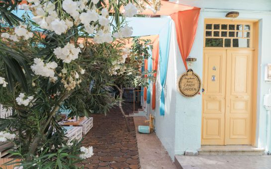 Büyükada Bistro Candy Garden'ın Rengarenk Bahçesinde Mumlar Eşliğinde 2 Kişilik Romantik Akşam Yemeği