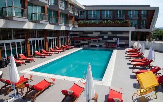 Yalova Lova Hotel, Spa'da; Havuz Keyfi ve Açık Büfe Kahvaltı Seçenekleri