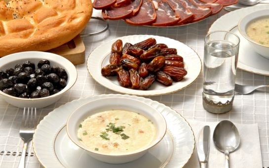 Büyükada Orası Burası Restaurant'ta, Adadan İstanbul Manzarası Eşliğinde Leziz İftar Yemeği Ziyafeti