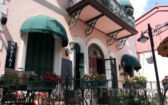 Büyükada Anastasia Meziki Otel'de Bahçe Manzaralı Confort Odalarda Kahvaltı Dahil Konaklama Keyfi