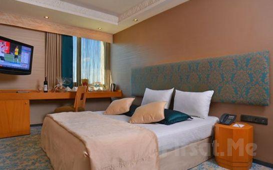 Beyoğlu Pera'da Tulip by Molton Hotels'de Standart Odalarda 2 Kişi 1 Gece Kahvaltı Dahil Konaklama Keyfi