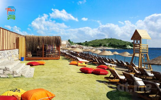 Tracx Beach Club Çeşme'de Plaj Girişi ve Soft İçecek, Yemek Menü ve Bungalow Seçenekleri!