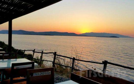 Denize Sıfır Urla Mavi Yaka'da Sınırsız Çay ve Leziz Serpme Kahvaltı Keyfi