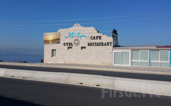 Urla Mavi Yaka Otel'de Kahvaltı Dahil 2 Kişilik Denize Sıfır Tatil Keyfi