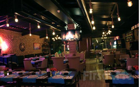 Bakırköy Seaside Bistro'da Canlı Müzik Eşliğinde İçki Dahil Leziz Yemek Menüsü!