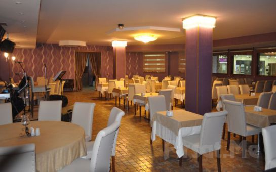 Ataşehir Cousin Restaurant'ta 45'lik Plaklar Eşliğinde Enfes Serpme Kahvaltı Keyfi!