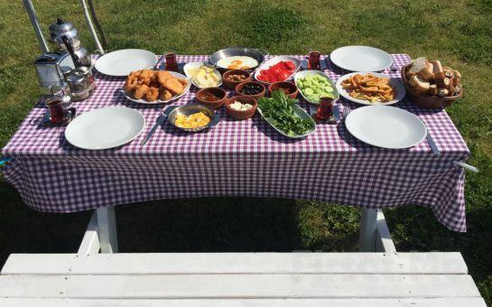 Patlıcan Polonezköy'de Doğa ile Başbaşa Sınırsız Çay Eşliğinde Serpme Kahvaltı Keyfi!