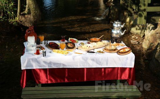Saklı Cennet Maşukiye Irmak Alabalık Tesislerinde Zengin İçerikli Serpme Kahvaltı Keyfi