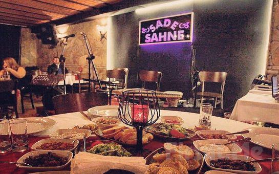 Taksim Sade Sahne'de Canlı Müzik ve Fasıl Eşliğinde İçecek Dahil Leziz Yemek Menüsü!