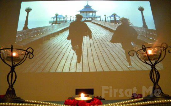 Sevdiğinize Unutulmaz Bir Sürpriz Yapmak İçin Beylikdüzü Cafe Dominant'ta Kişiye Özel Sinema Gösterimi